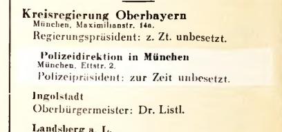 Beispiel einer Überklebung im Deutschen Führerlexikon 1934/35, Zweiter Teil, Seite 52: Die Stelle des Polizeipräsidenten von München sei zu Zeit unbesetzt, so der Überklebezettel